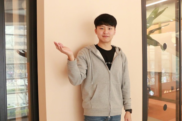 고용노동부 일생활균형_오픈서베이 직원 인터뷰_김경만 개발자2.jpg