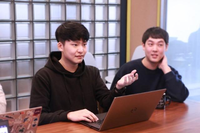 고용노동부 일생활균형_오픈서베이 직원 인터뷰_김경만 개발자.jpg